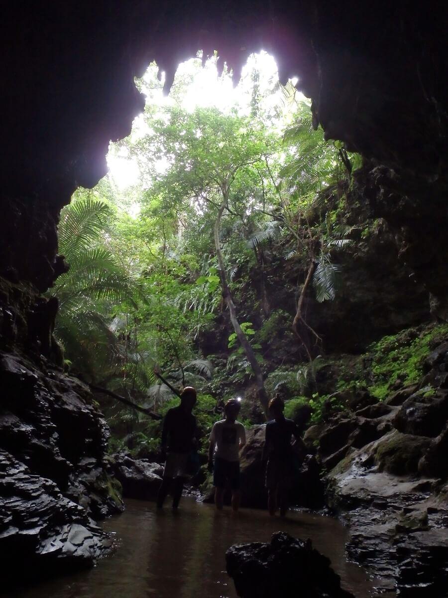 トレッキングで洞窟へ行った際の写真