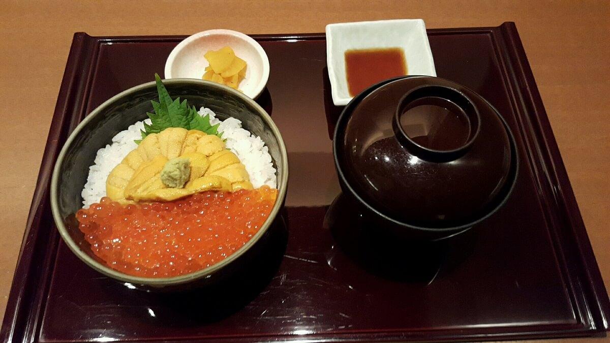 「函館うに むらかみ 日本生命札幌ビル店」のうにいくら丼