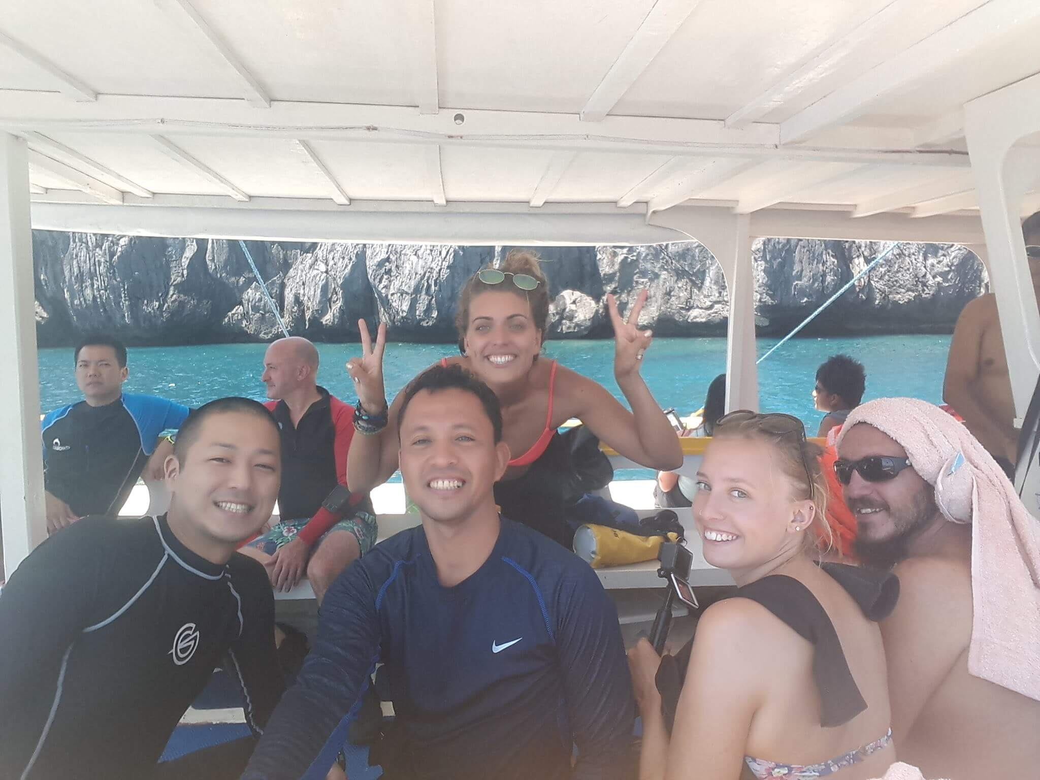バンカーボートで撮影した友達との集合写真