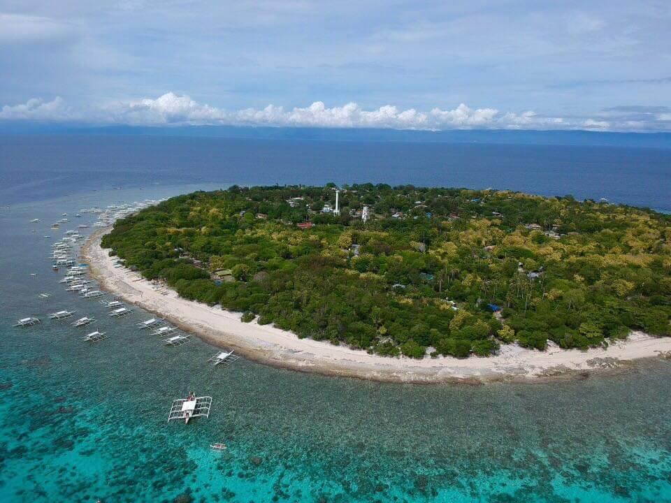 バリカサグ島のドローン空撮写真